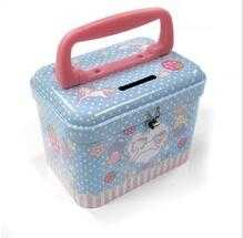 handle and lock on lunch tin box