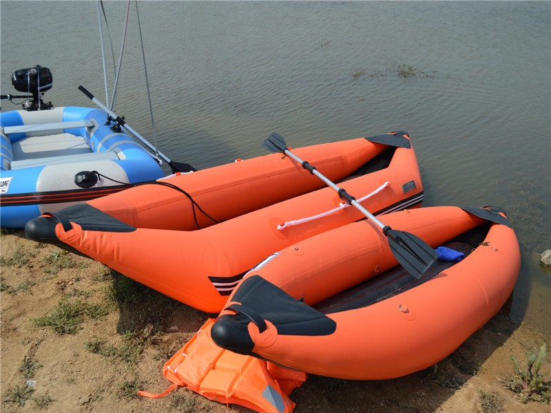 2015 Papular Inflatable single fishing Kayak/Rowing Canoe 320CM-470CM