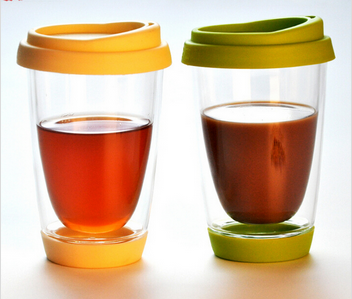 Double wall glass coffee cup with silicone lid