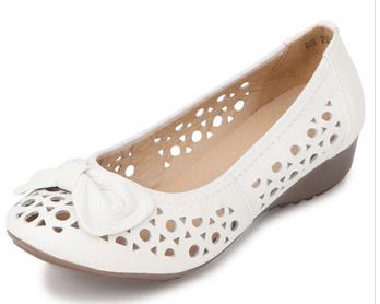 china lady beautiful new design fashion cheap elegant soft pure leather trendy flat no heel sole flower summer sandals 2014