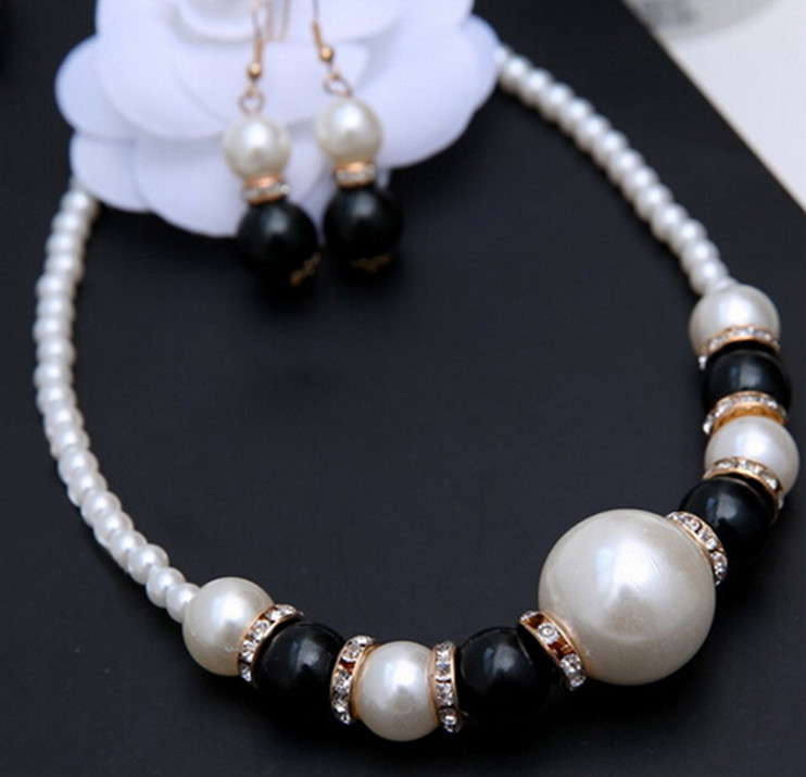 Classic Black and White Pearl Matching Beaded Necklace and Earrings Crystal Jewelry Set