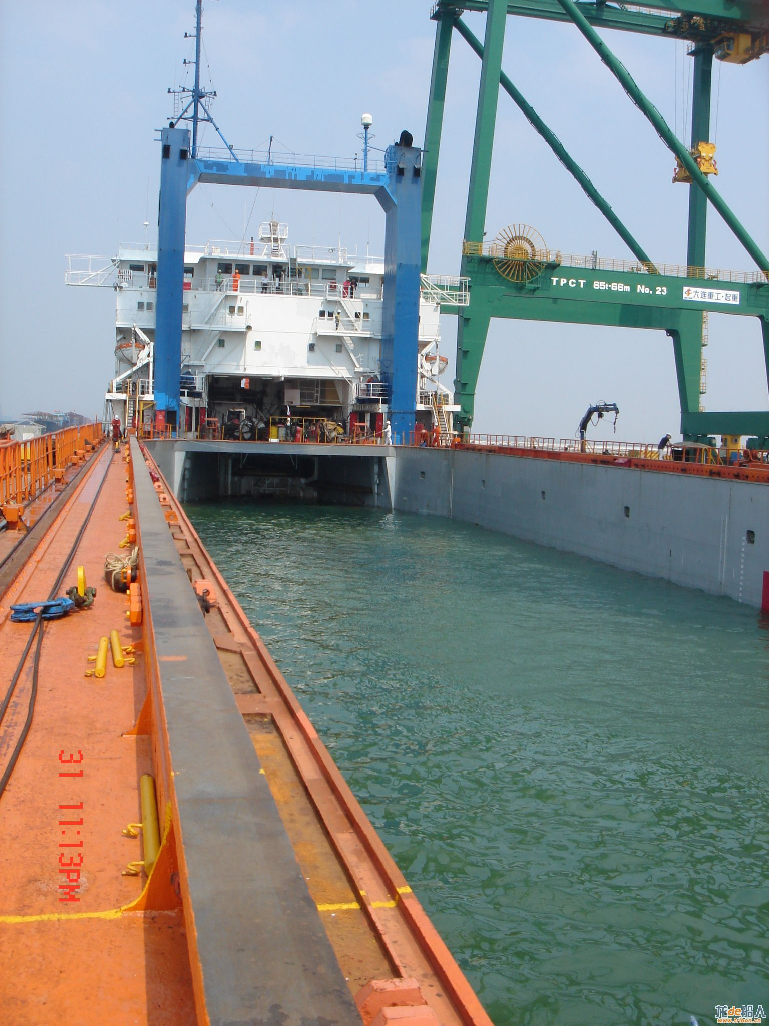 Semi-submersible vessel chartering and brokerage