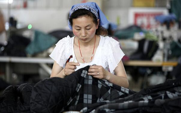 China's garment industry reports rising revenue, shrinking profits