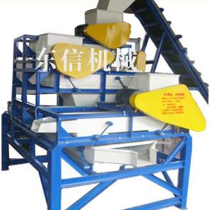 Apricotmut and hazelmut shelling machine
