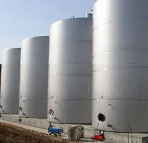 Large volume fuel tank