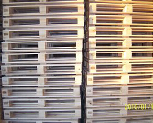 Compressed blocks european wood pallet