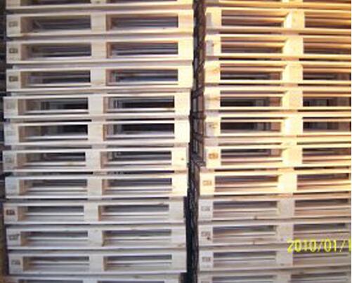 Compressed blocks european wood pallet