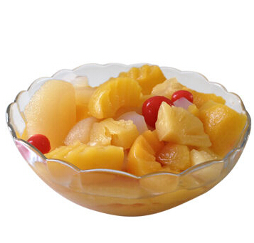 Canned fruit cocktail, fruit salad, composed by 5 fruits