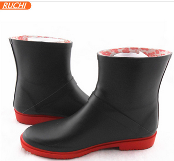 2015 New item black fashion rubber rian boot