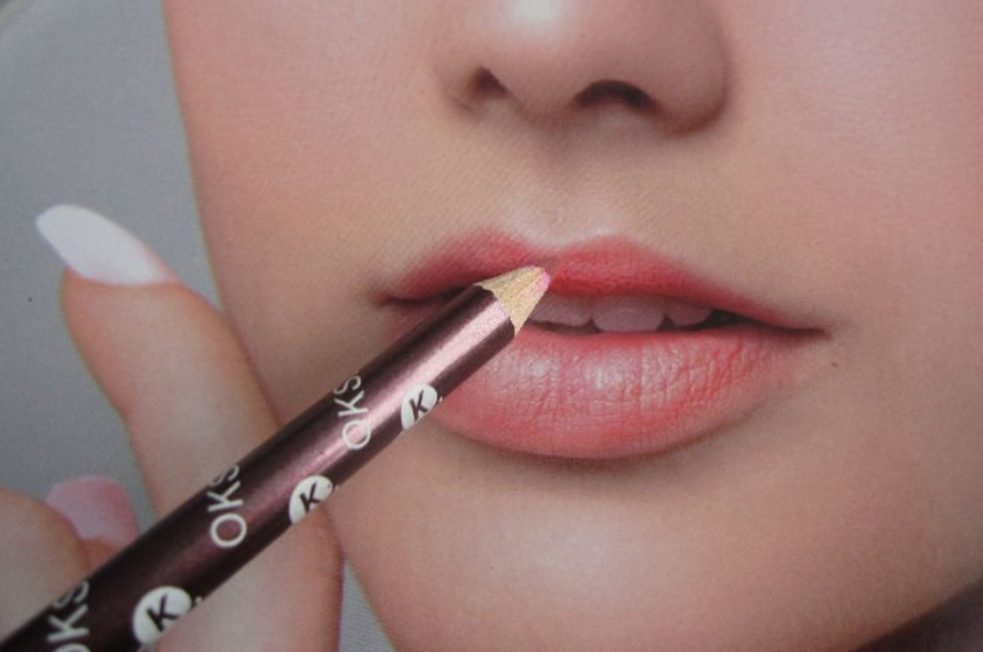 with water resistant formula lipliner pencil, easy application lipstick