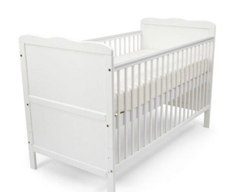 Nursery solid wood baby crib / baby cot prices