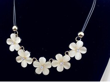 Attractive and fashion office lady flower necklace