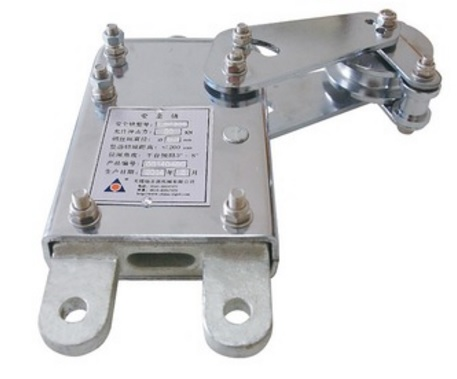 Anti-tilting safety lock for ZLP suspended platform