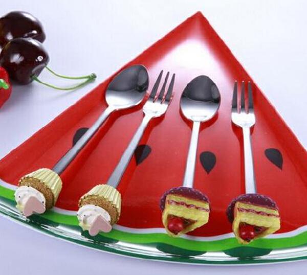 Cake Shaped Polyresin Handle Cutlery Set