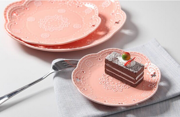 Hot Sale Embossed Pink Plate With Edge Hollow Design