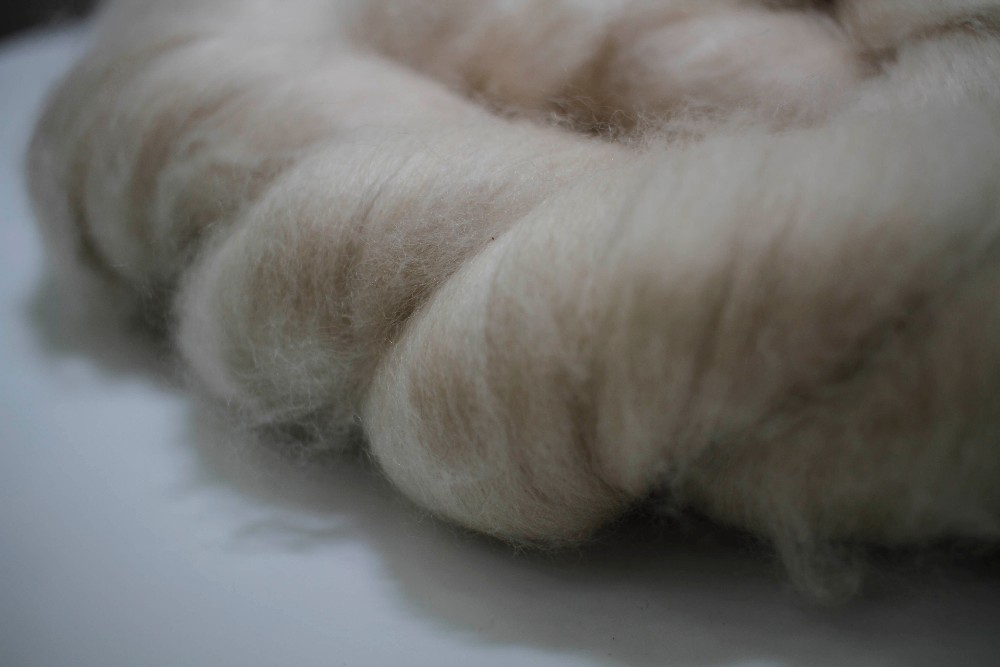 Raw Washed Carded Sheep Wool Tops Wool Fiber for Spinning for sale