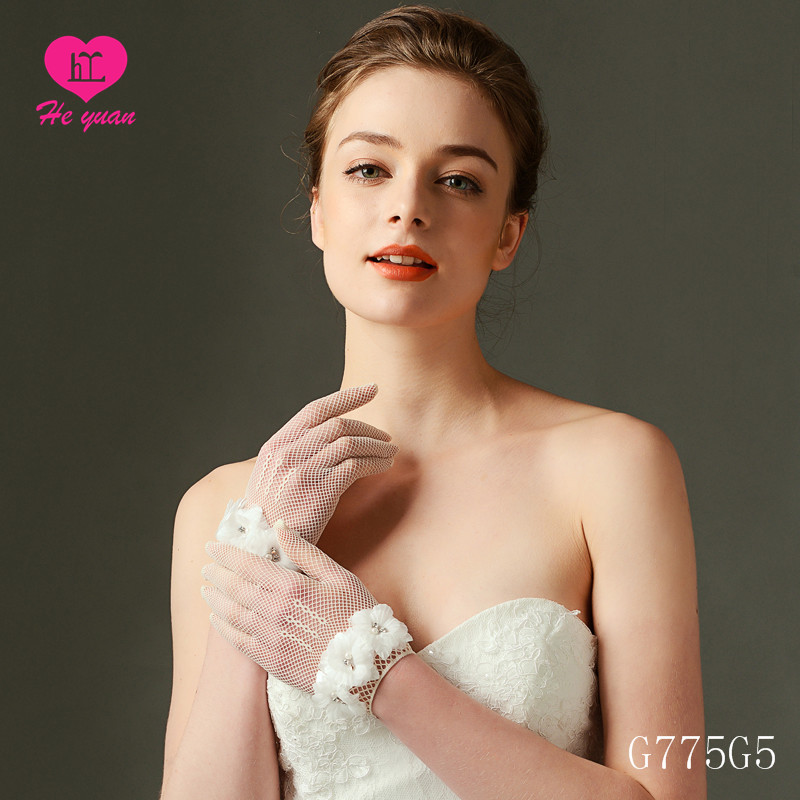 2018 l Spandex Wrist Length Three Flowers Short Tulle Wedding Glove on Sale