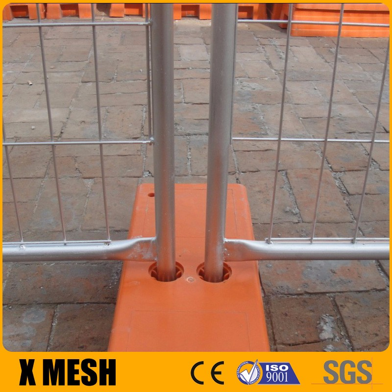 AS 4687 standard 2.4x2.1m size galvanised temporary fencing with concrete footings, clamps and stay for Australia