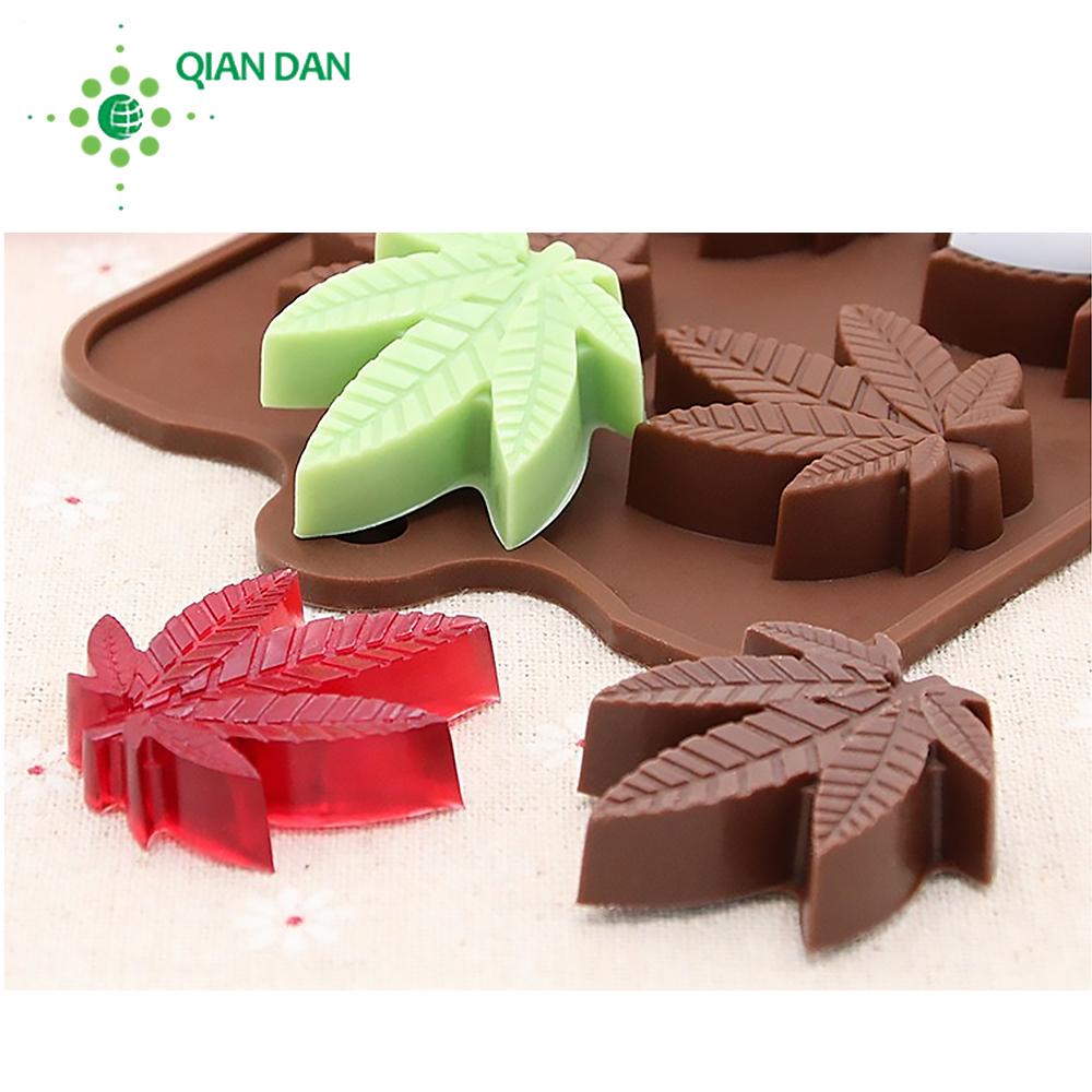 Marijuana leaf maple leaf chocolate baking mould non-stick silicone leaf mold supplier