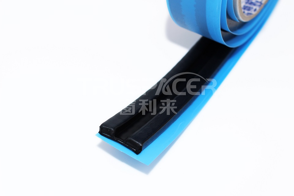 Flexible sealing spacer for decorative glass